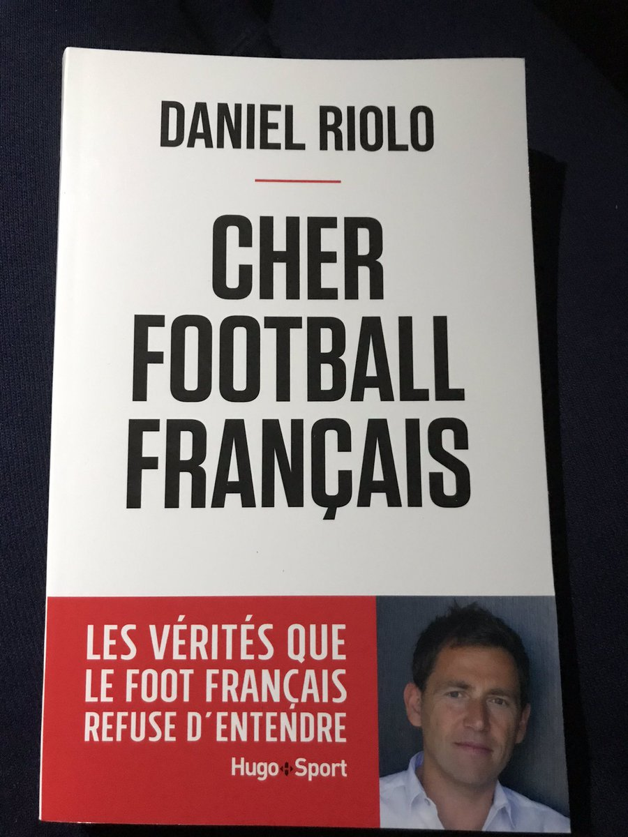 @stitou94 j'ai le livre de @DanielRiolo ton idole ! https://t.co/hpV9J4aCFf