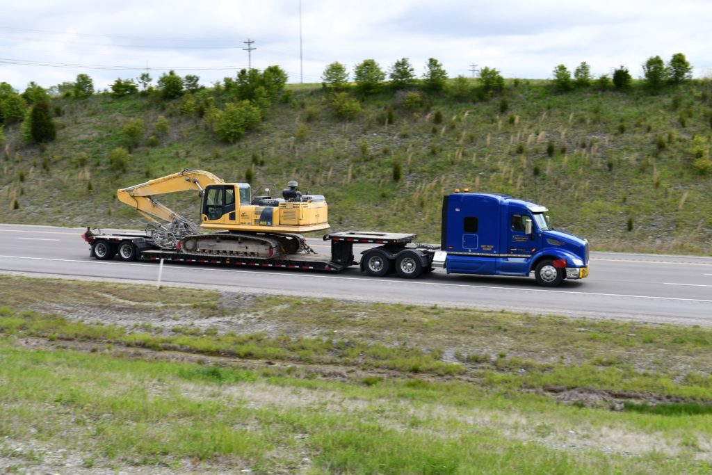 American Lighthouse Transportation Hauls a 62,000 Pound Excavator To Williamstown, Kentucky. VIEW PICS... https://t.co/EKvYOEDp14 #heavyequipment #heavyhaul #transporation #trucking https://t.co/m8sMewnxzh
