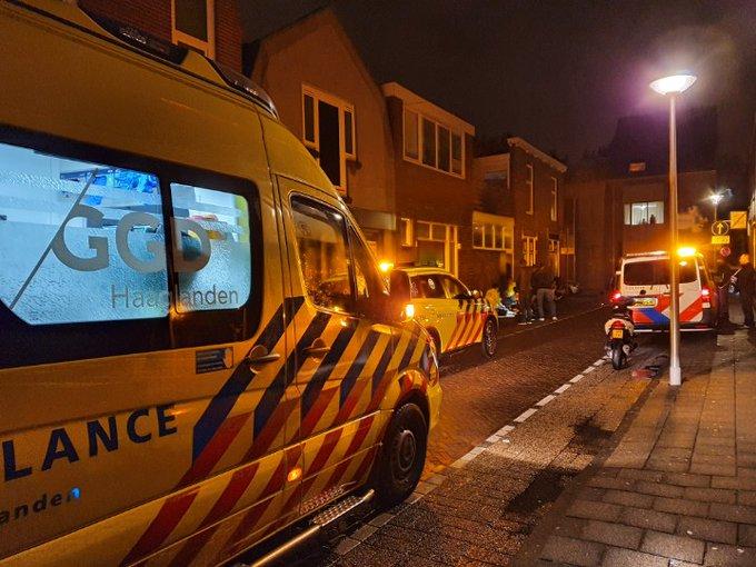 Naaldwijk Vrouw gewond in centrum na waarschijnlijk gevallen te zijn met scooter. Veel hulpdiensten tp. https://t.co/D4XX925FjF