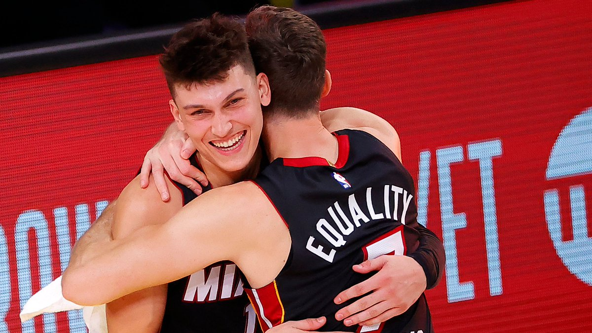Through 4 ECF games, Tyler Herro is averaging 20.5 PPG, 7.5 RPG, 5.3 APG. He is on pace to become the 3rd rookie to average 20-5-5 in a best-of-seven playoff series, joining Larry Bird and Magic Johnson.  8:30pm/et: MIA (3-1) BOS  ESPN Tune-in Tidbits: https://t.co/Xyj7skGVWG https://t.co/D9UEEcR0RI