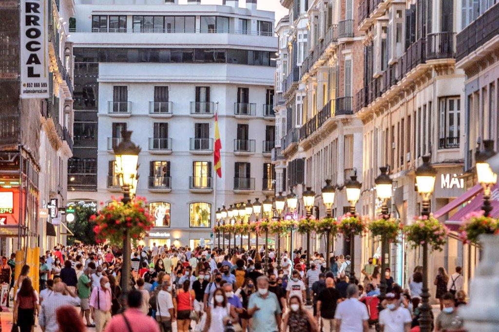 Que alegría nos da que la calle más conocida de #Málaga tenga ahora mismo este ambientazo... #TodoscontraelCovid #COVIDー19 #coronavirus #CalleLarios #Viernes #Otoño #Septiembre https://t.co/n5ZZ3GihCH