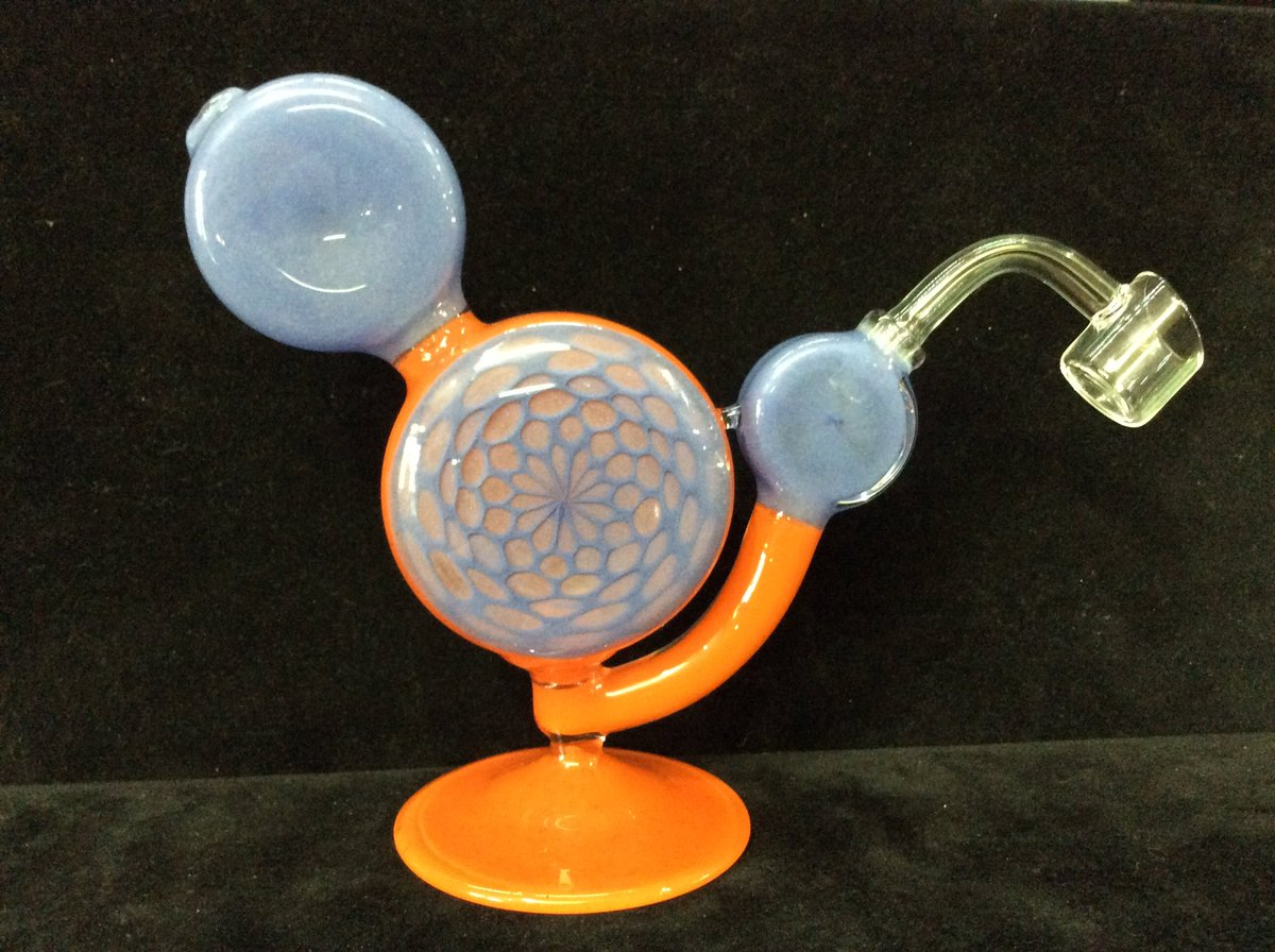 We carry locally blown glass like this gorgeous bubbler. Come through and see what local crafters have made for you.  #locallyblown #localglass #bubbler #dabs #shoplocal #supportlocalartists #getyours #getyourswaterbury https://t.co/NKa1lFMpml