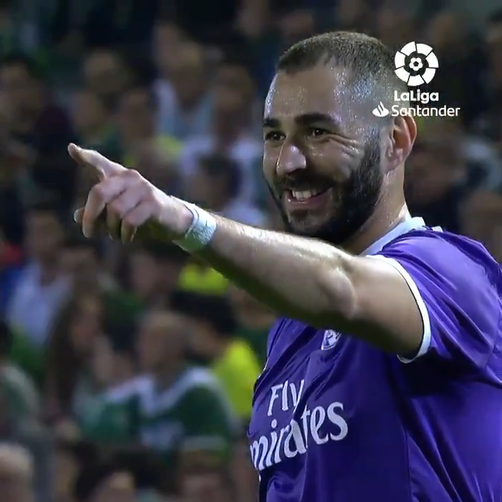 ⚽ Joue-la comme @Benzema !👟🔝🔥  #RealBetisRealMadrid #YouHaveToLiveIt https://t.co/i2kK2JsvZe