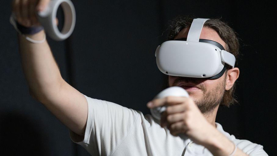#FrenchDays | Pas encore dispo, déjà en promo ! L'#OculusQuest2 en précommande à 325€ 🔽 https://t.co/FksTmtnXNG https://t.co/paFE80ztmu