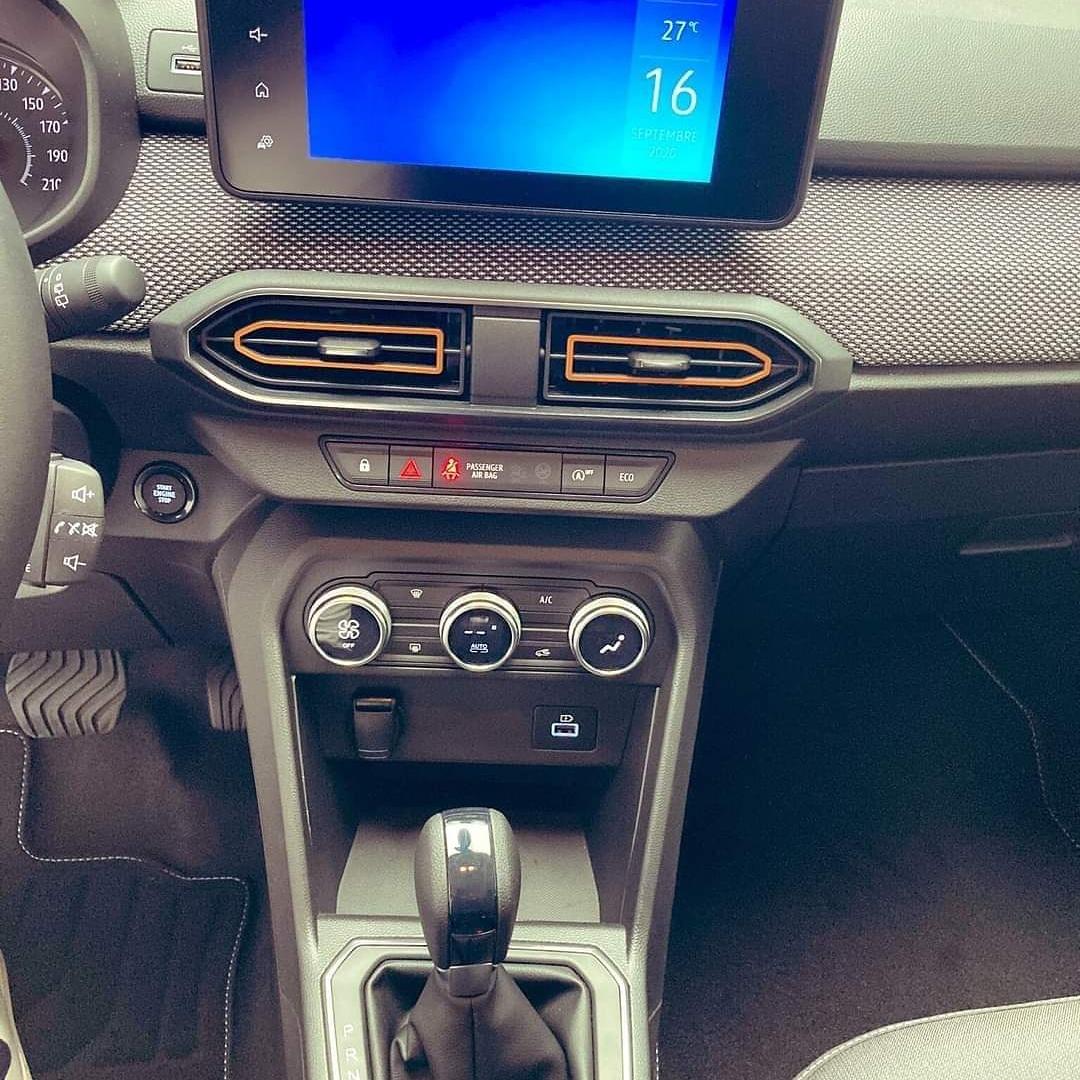 2020 - [Dacia] Sandero / Logan III - Page 24 EiypEGgWAAE2R6T?format=jpg&name=medium