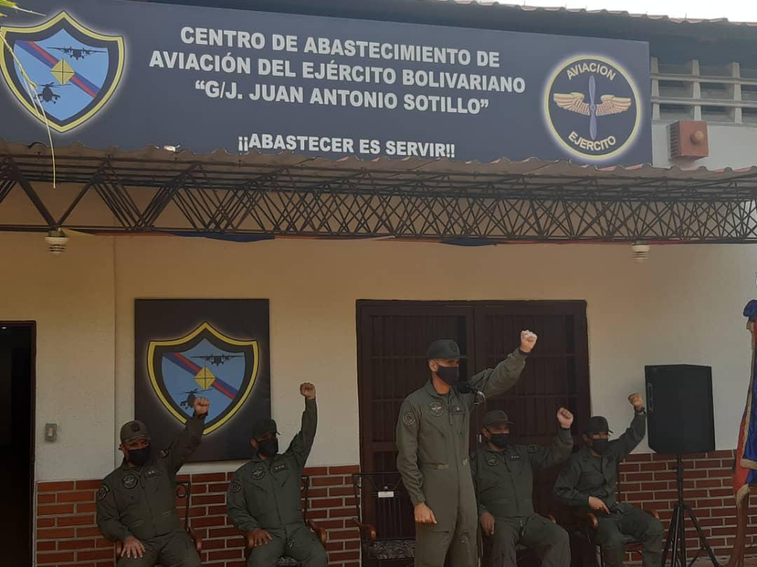 """🔴 #Ahora    Desde el Centro de Abastecimiento de Aviación del Ejército """"G/J Juan Antonio Sotillo"""", preside acto de entrega y recepción de esta unidad élite de la FANB el GB Carlos Quintero Regos. #VenezuelaGarantíaDeDDHH #FANB #EjercitoBolivarianoBicentenario #ArmaMaestra #25Sep https://t.co/psZR5Wi4Rw"""