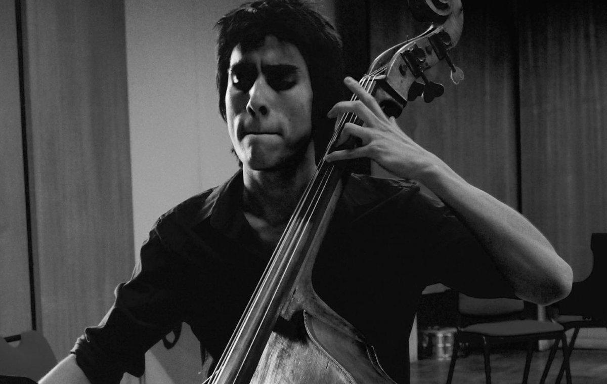 """Comencem el dilluns a @totsmatinsmon amb Xavier Chavarria que ens descobrirà """"El compositor de la setmana"""", també parlarem d'actualitat musical amb l'@assaig_general i arribarem al final esmorzant amb el compositor Camilo Roca  Bon dia! 🍂  📻https://t.co/lBAisEr8cS https://t.co/1HNeeqzAO5"""