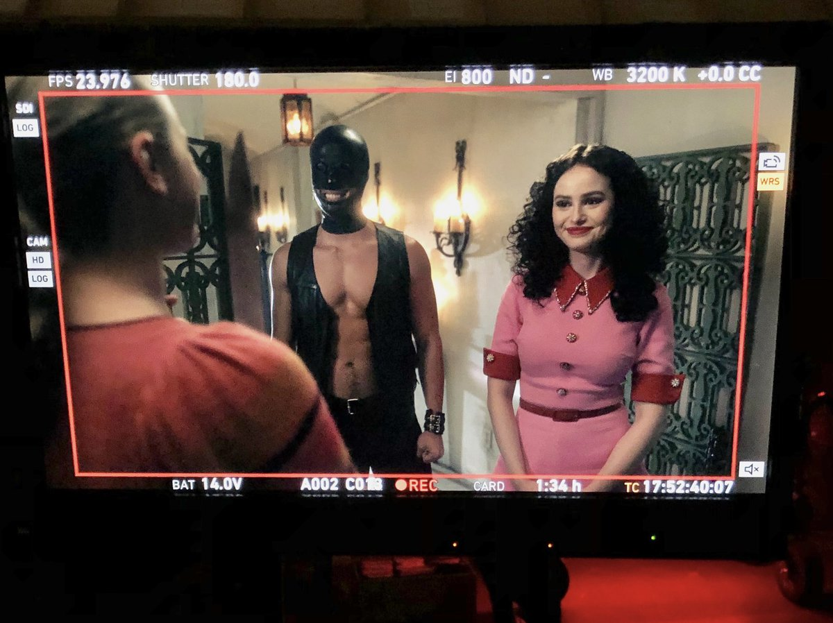As our second week of #Riverdale wraps, a look back some of what we shot, including this priceless scene. Betty with a knife, Reggie in leather, and Cheryl in a wig. Yes, folks, it's another quiet night in the Town with Pep...🔥🎟💃🏻👠💄🚑☠️🎁 https://t.co/eKIZ58OVuH