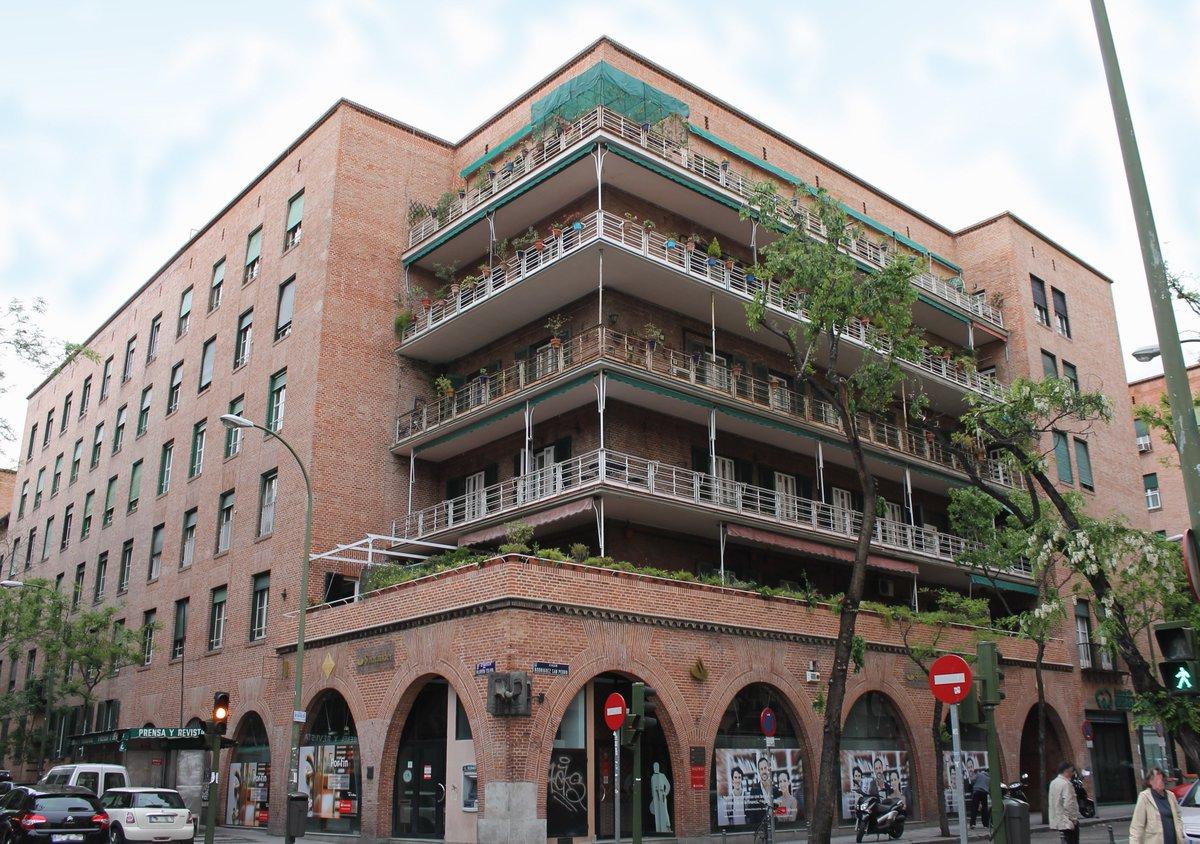 Mi programa favorito del momento es @TocTocTM. Muestra las casas más singulares de #Madrid con unos #skylines privilegiados. Estoy deseando visitar #LaCasaDeLasFlores en la calle Hilarión Eslava, 2 <M> Argüelles. Disfruta de la primera entrega aquí: https://t.co/Aqep0Cj1jC https://t.co/CDxKFImoX2