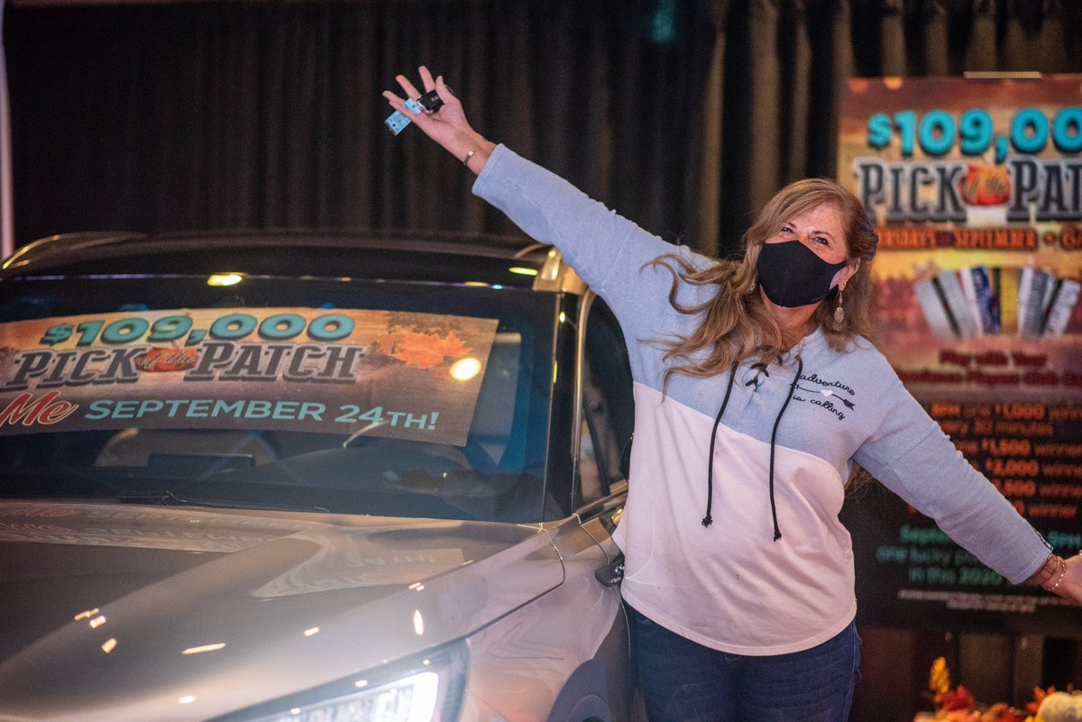 🎉🎉🎉 Congratulations to our ULTIMATE Pick Of The Patch WINNER, Shelley!✨🚗✨ Tonight's lucky winner got to drive home in a brand-new Lincoln from @dwaynelanesauto! https://t.co/dlysyTXELX
