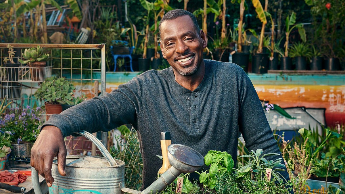 """""""When a plant needs water, it tells you."""" @RonFinleyHQ has 7 tips on how to listen to your little green friends. https://t.co/qL7h7aw05E https://t.co/OXwbfcVKMI"""