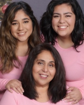 Celebrating National Daughter Day  Share your pictures: alumnae@shhsla.org Or post and tag us  #nationaldaughtersday #ProudMom #CometAlumnae #ClassOf2016 #ClassOf2019 #HonoraryAlumnae https://t.co/tmyh3IdtEw