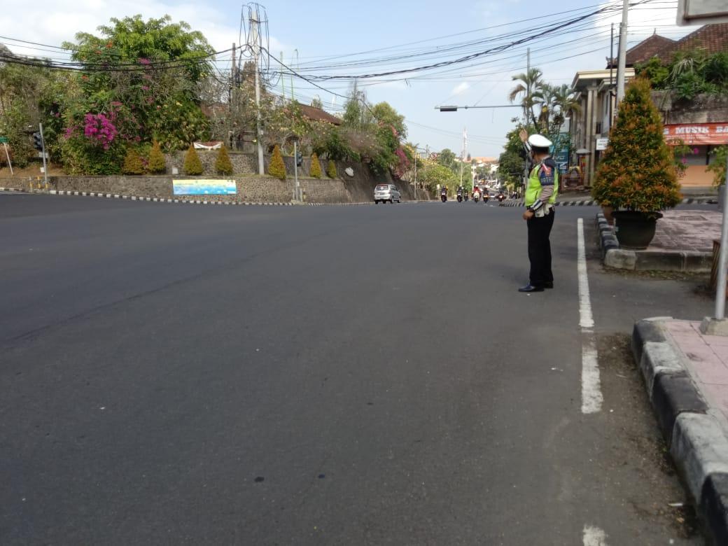♻️ @Satlantasresta1: Personil sat lantas polres tabanan melaksanakan pg pagi di pos pahlawan arus lalu lintas lancar nihil mogok dan macet @infoll https://t.co/fNUWqr1c43