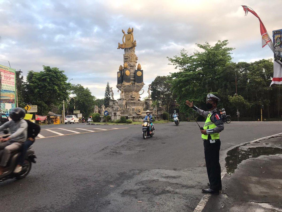 ♻️ @Satlantasresta1: Personil sat lantas polres tabanan melaksanakan pg pagi di pos adipura arus lalu lintas lancar nihil mogok dan macet @infoll https://t.co/YlOICKT9Ub