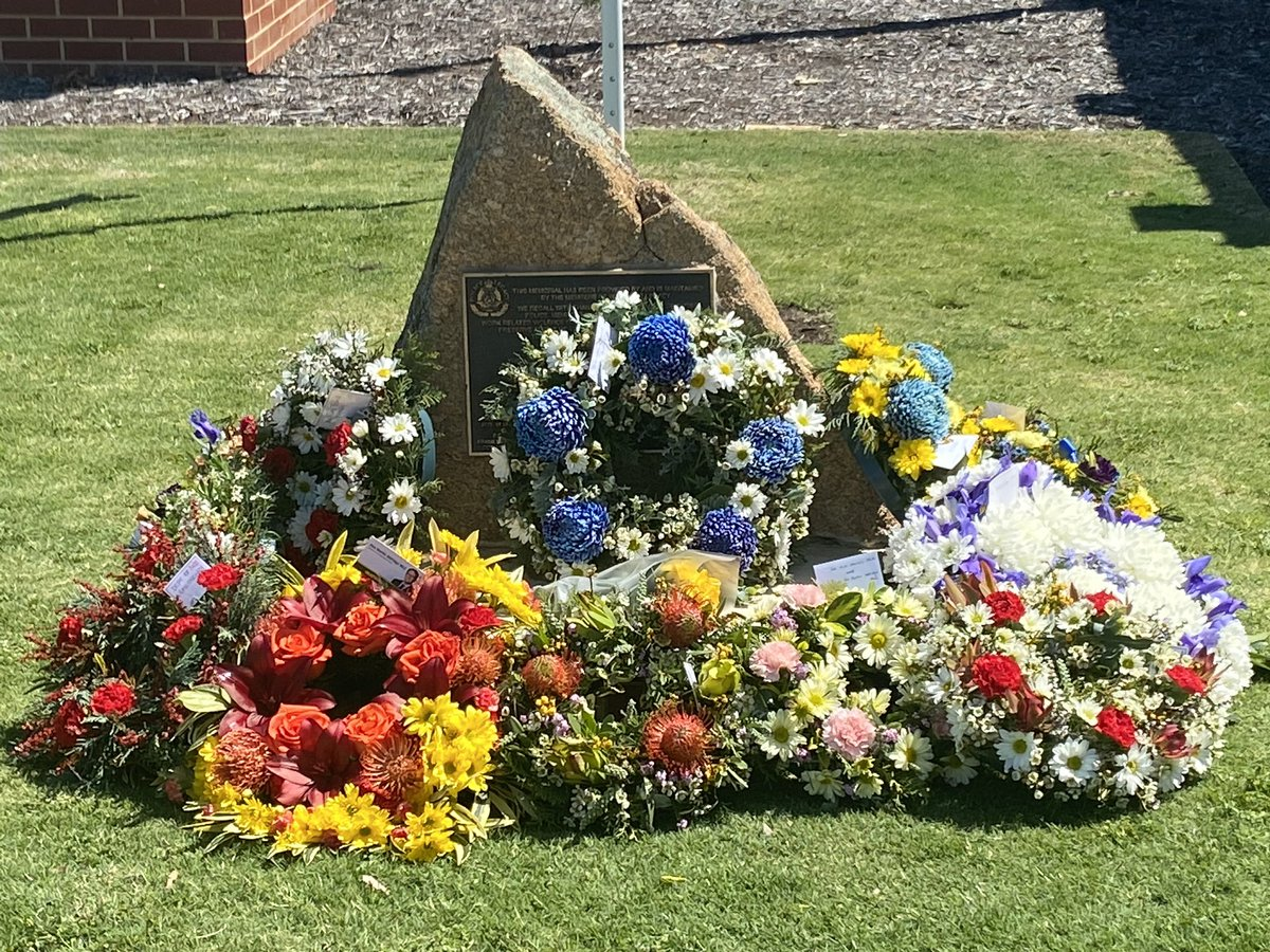 Yesterday, Gommalling Police attended the Northam Police Station National Police Remembrance Day ceremony honouring police officers who lost their lives in the line of duty. #Northam #Goomalling #wheatbelt  #fb https://t.co/jLBopyVlPE