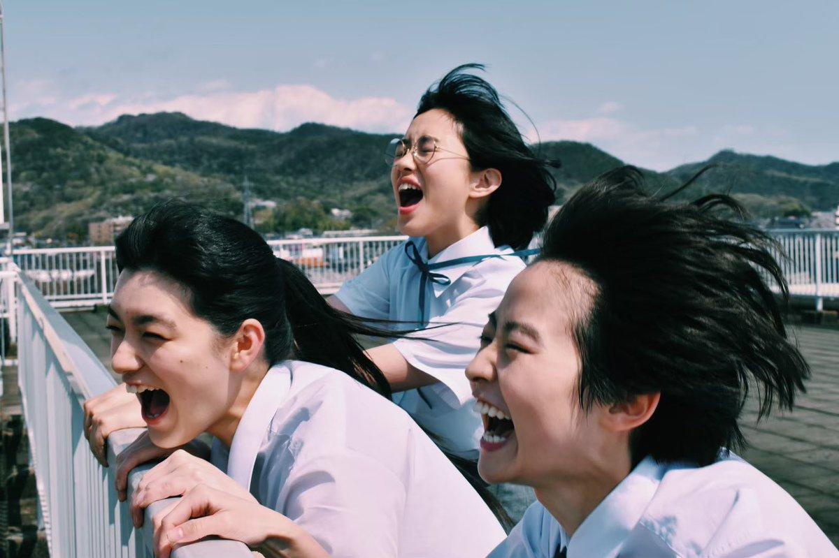 「サマーフィルムにのって」という映画を撮りました。長編デビュー作です。出演は伊藤万理華、金子大地、河合優実、祷キララ 他。脚本は三浦直之(ロロ)。最高の青春SF映画が出来ました。渾身のやつです。東京国際映画祭で初上映、全国公開は2021年です!
