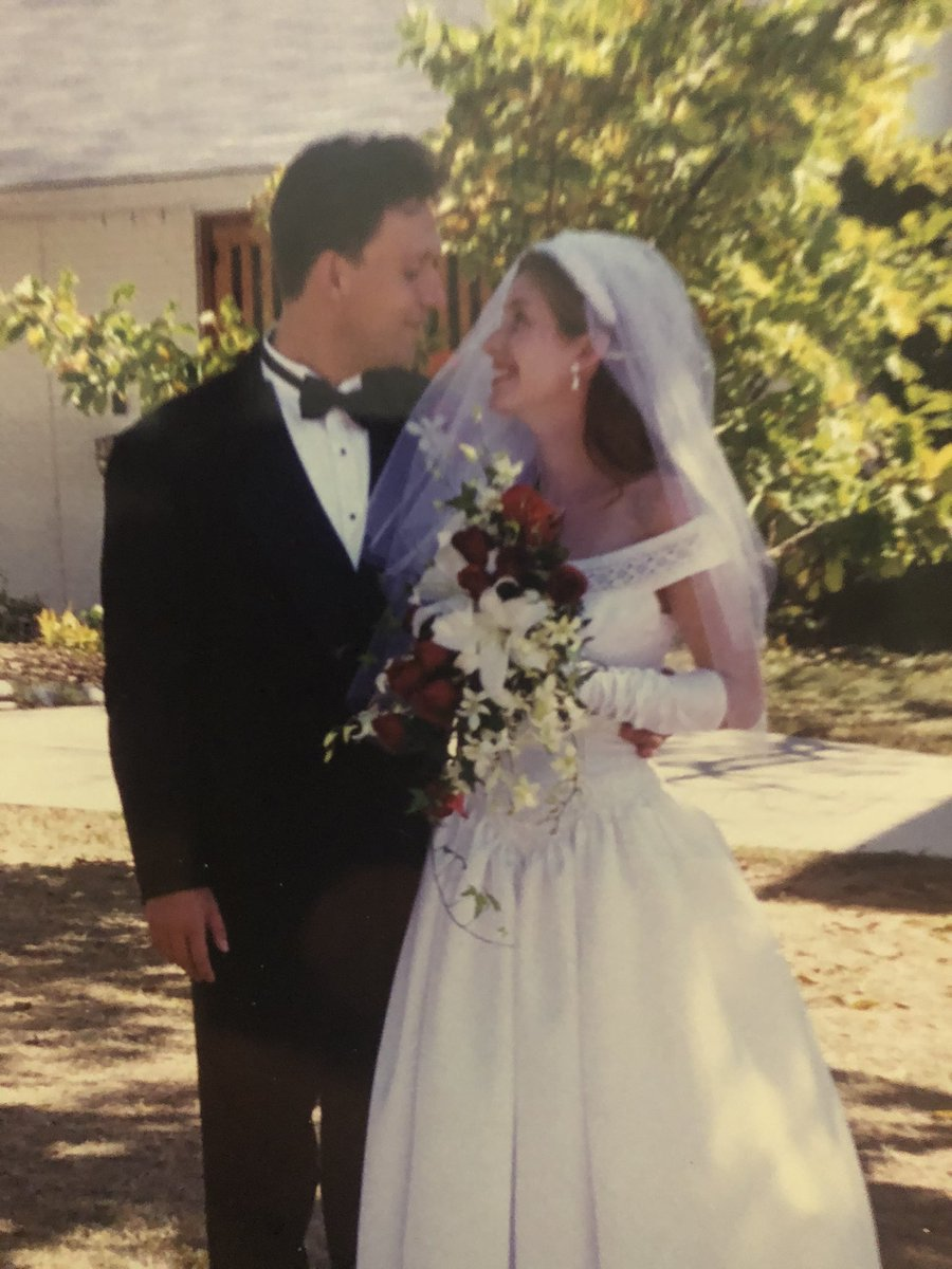 Our 21st anniversary is today... 👰 🤵 🎉 On a related note: the light that left the planet #HD219134b on our wedding day is arriving. The planet is 1.5 times bigger than the 🌍 and orbiting its star in only 3 days! exoplanets.nasa.gov/exoplanet-cata… @NASAExoplanets @NASAspitzer