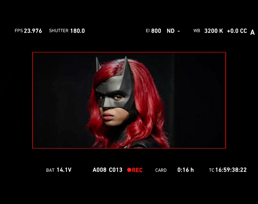 She's here to protect Gotham 🦇 Get a first look at @JaviciaLeslie as #Batwoman! https://t.co/EkVNmQjbiQ @CWBatwoman https://t.co/vd3jkek0e1