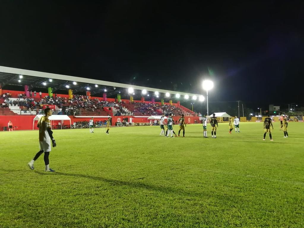 Equipos de la LBM juegan partido amistoso con público en el estadio pese a la pandemia de COVID-19