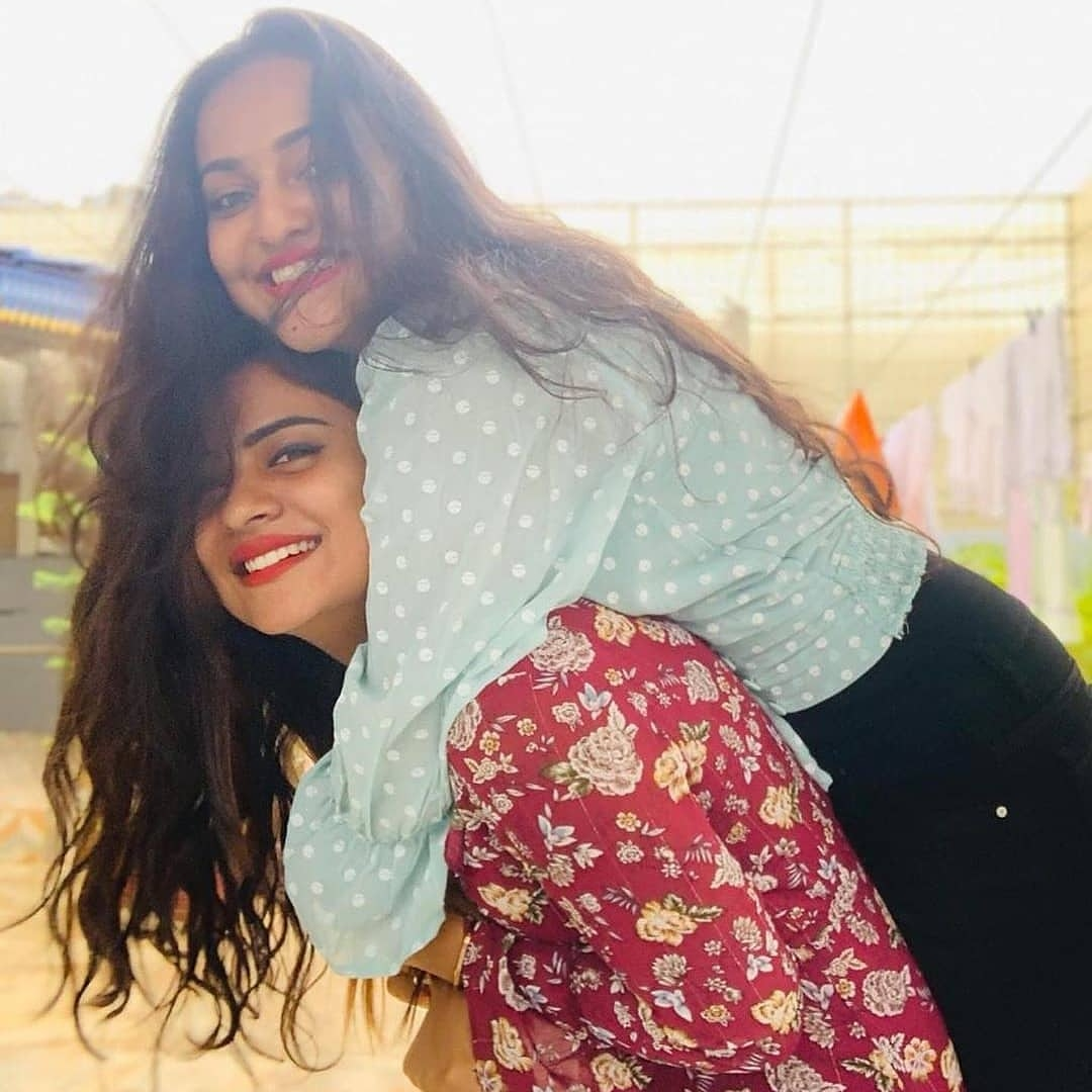 Cute  @deepikaadas and priyanka👌💖😘💖  Follow @n_chitraranga  #nammachitraranga #deepikadas #friends #biggboss https://t.co/Kymhql5h0U