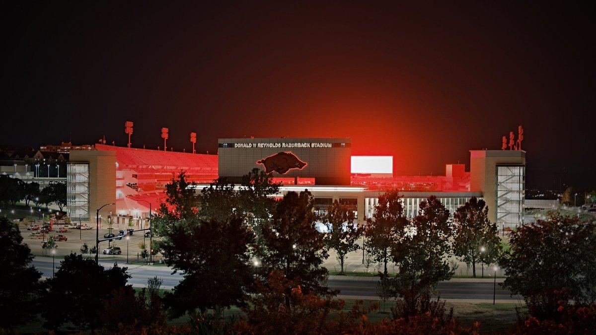 Twas the night before in Fayetteville  #WPS #Arkansas #Razorbacks #UARK #x100v #Fujifilm https://t.co/kMVaASi8jc