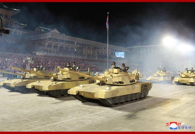 Sjeverna Koreja održala veliku paradu i predstavila suvemene sustave Ej-Xgn5WoAAOrFa?format=jpg&name=small