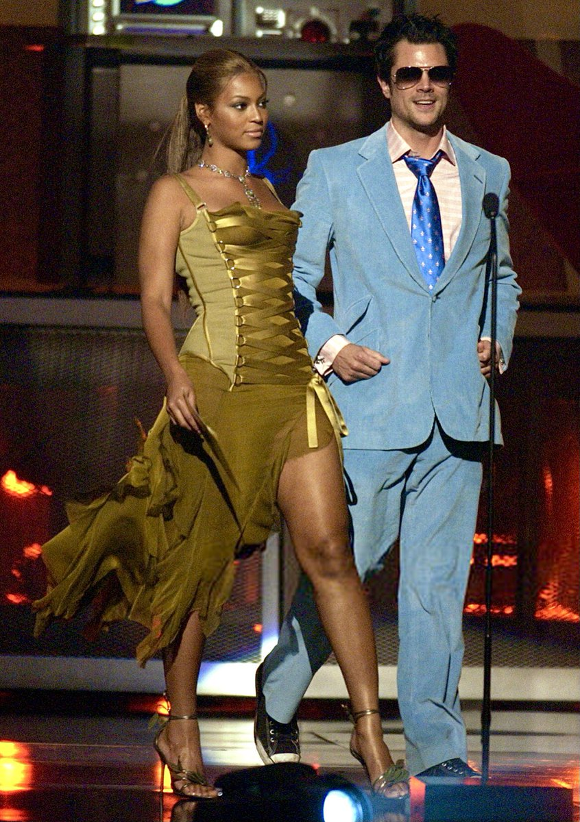 Beyoncé and Johnny Knoxville presenting at the 2003 MTV Movie Awards