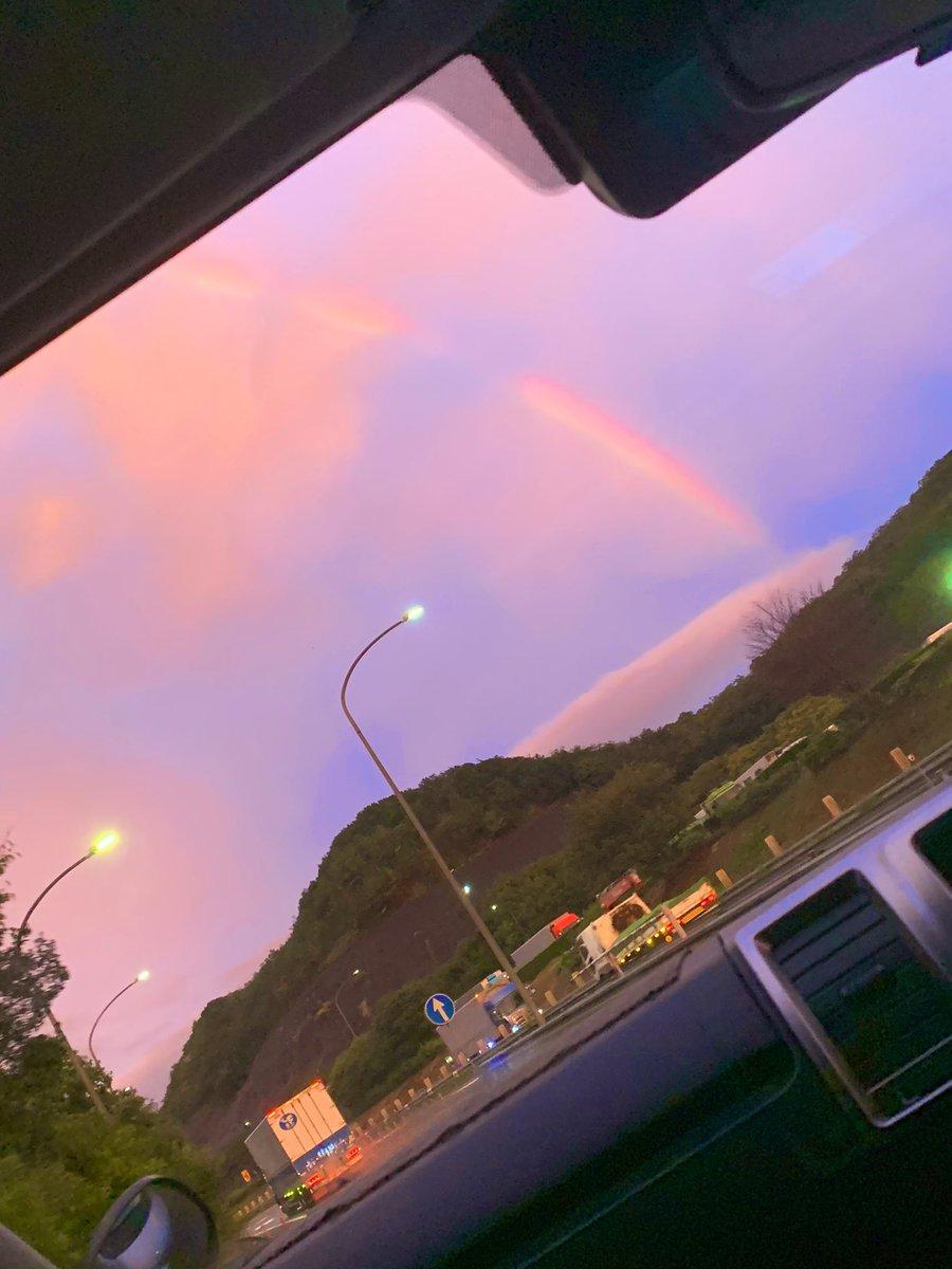 帰り道、虹が出てた🌈さぁ、なんか応えましょーうかね🤙お手伝いの事でもいいし、ZASSO.の事も良し、恋愛相談、人生相談なんか適当に聞いてみたいことがあればカモーンさん🤟