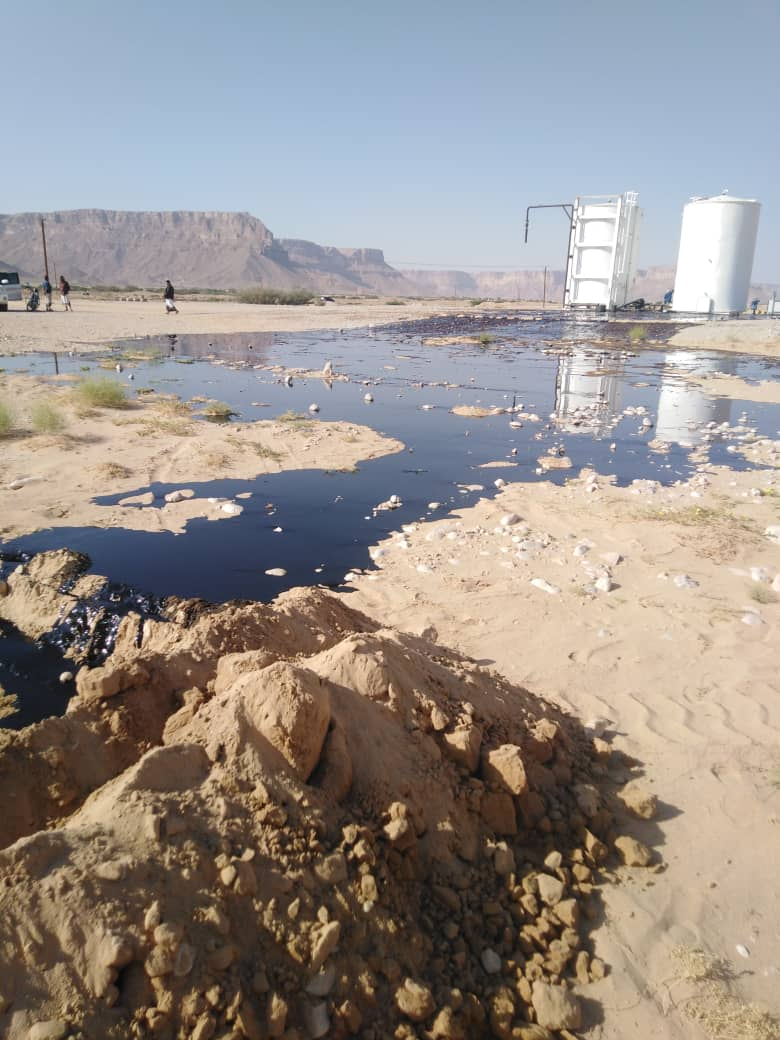 3. Spill at storage tanker in Huraydah. A rapid response was seen, but alerted us to wider issues in the Hadhramaut region associated with ill-maintained infrastructure and aquifer pollution from poorly managed reinjection of produced water. 4/5