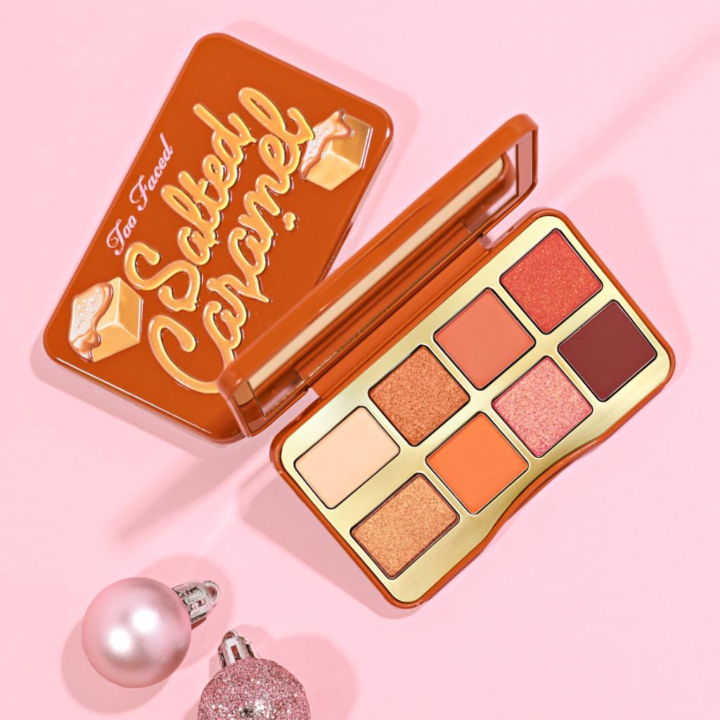 Craving a bite-sized palette? 😉 Indulge in our NEW richly-seductive & scented Salted Caramel Mini Eye Shadow Palette. It's packed with warm, buttery neutrals that will have you feeling like a sweet treat! 😍 Shop it here: https://t.co/wDRM5bCsKI #toofaced https://t.co/fXyNNQCWo5