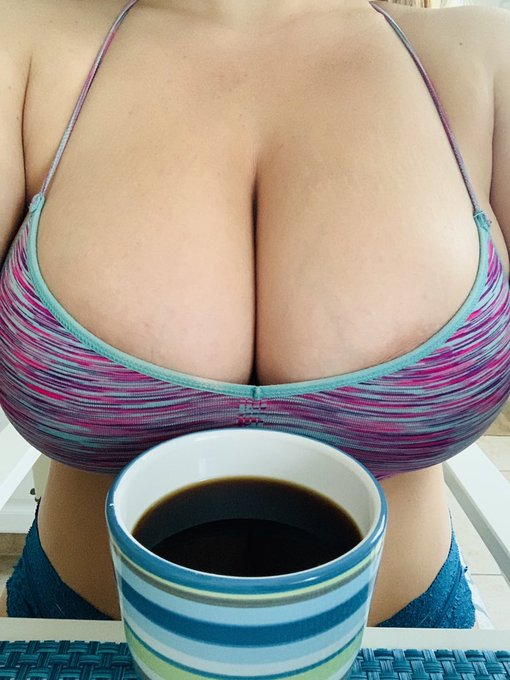 2 pic. Morning Sunshines! ☀️ Coffee, anyone? ☕️ https://t.co/oEksX0wn78