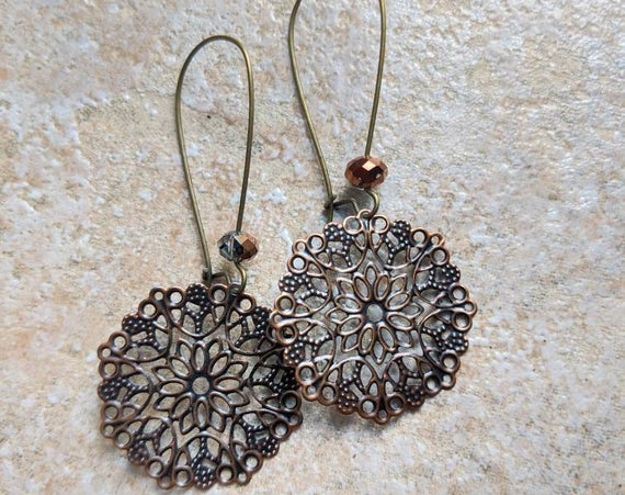 Large filigree earrings, copper https://t.co/tDxI4699cg via @EtsySocial #torontostyle #shoplocal #largeearrings #filigreeearrings https://t.co/Tgh8oCd7F9
