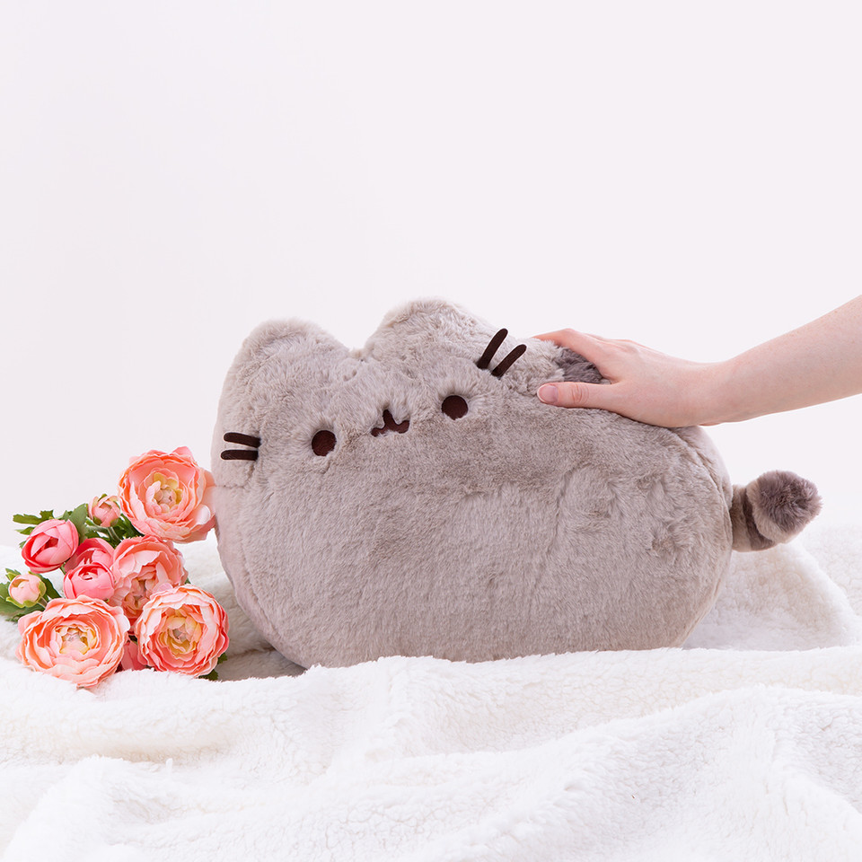 Shes soft, shes sweet, shes #DeluxePusheen! 💞 bit.ly/2GL9wGu
