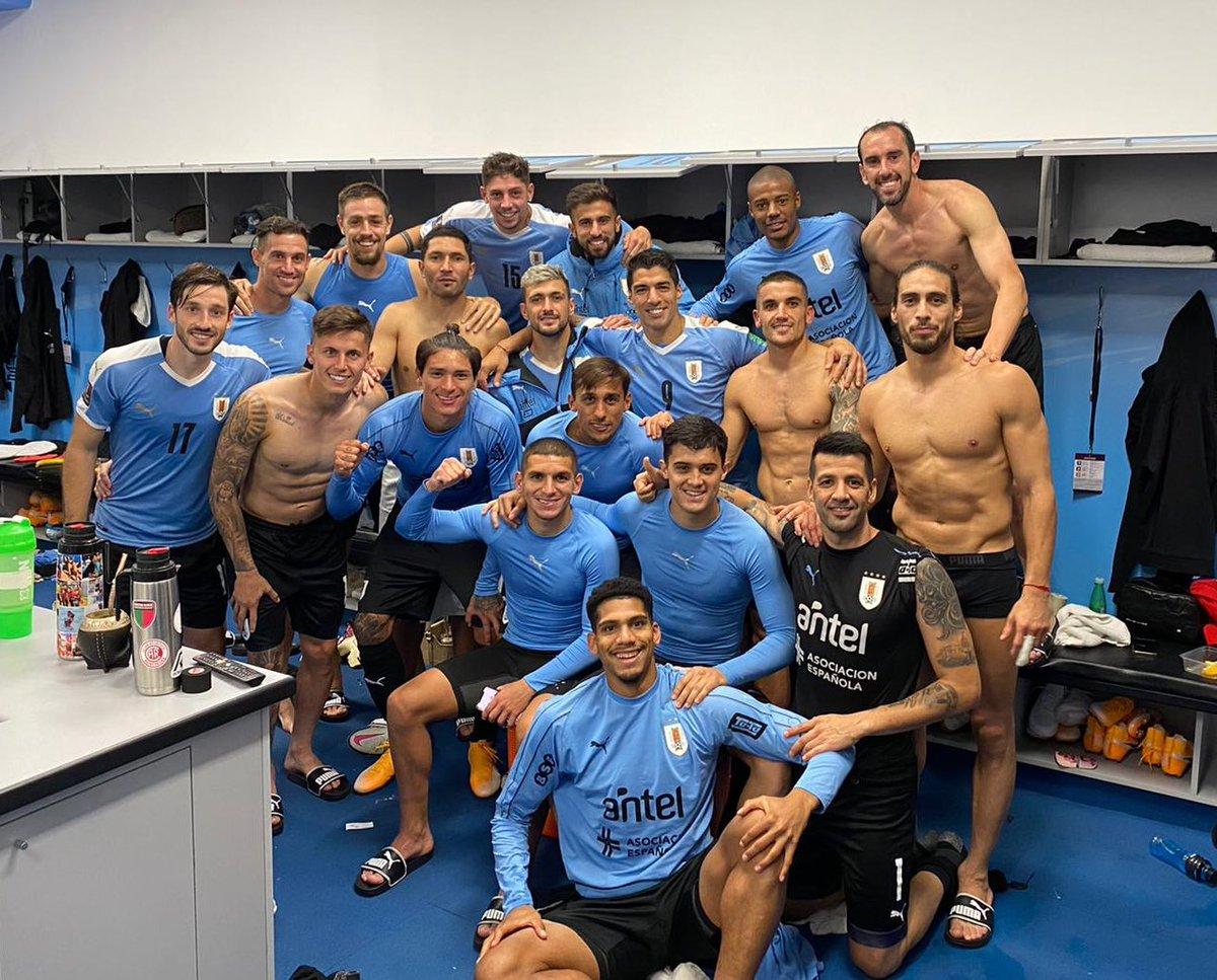 VAMO URUGUAY VAMOOOOOOOO! 💪💪 🇺🇾🇺🇾 gran esfuerzo BANDA! 👊👊 #eliminatorias2022 #elequipoquenosune #uruguaynoma