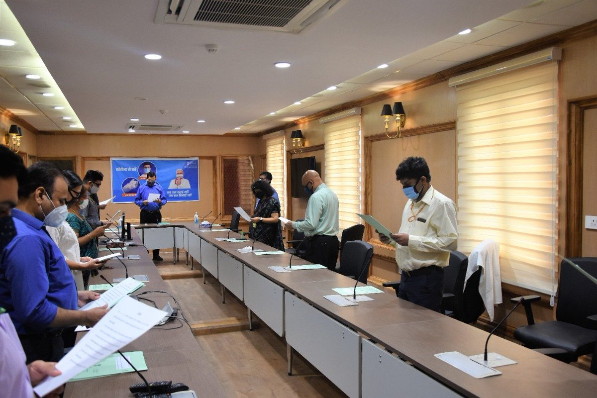 MSME Ministry officials took pledge in view of PM's Jan Andolan on Covid. Ministry wishes all to stay safe and behave safer & #Unite2FightCorona. MSME owners/workers advised to follow SOPs. @PMOIndia @PIB_India https://t.co/Zavp1G59jm