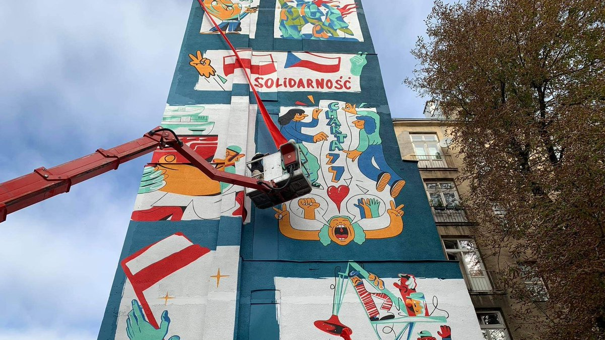 """Powstanie murali w Warszawie i Pradze z okazji #Solidarność40 wsparło finansowo @MKiDN_GOV_PL w ramach programu """"Kultura inspirująca"""". Gratulacje dla @PLInst_Praha @NCK_PL!"""