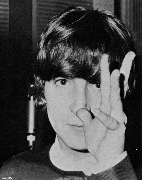 Happy 80th birthday john lennon ,, wish you were still here to celebrate it :((