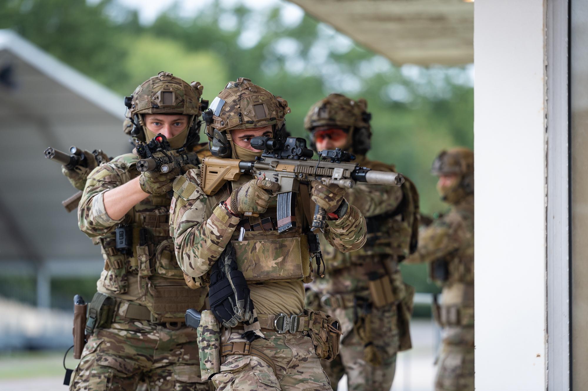 armée de terre Ej4HIeMXYAQGCKV?format=jpg&name=large