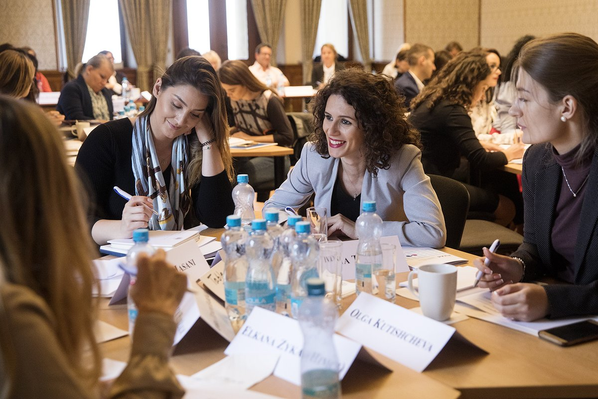 Are you a young policy or political adviser in the public sector? Apply for our upcoming course on #democratic governance in the #OSCE region. We're looking for participants from the following countries: 🇧🇾🇨🇿🇬🇪🇭🇺🇲🇩🇵🇱🇷🇺🇸🇰🇺🇦 More info here ➡️ https://t.co/KuZ1y504KX. https://t.co/6563g19oj1