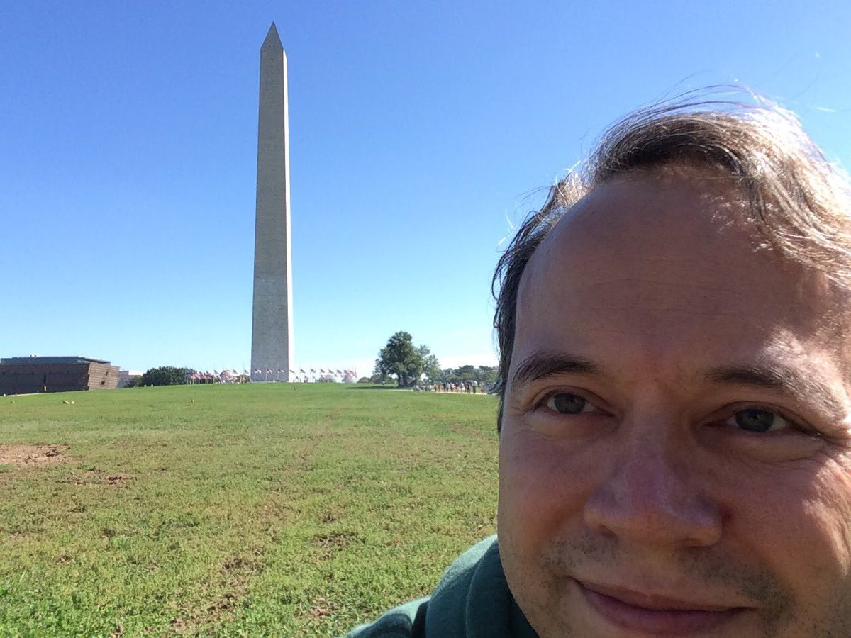 Plz follow @karlshowbiz's 5 yr #flashback IG: https://t.co/fbvschkhWI  #WashingtonMonument #WashingtonDC #flashbackfriday #October #2015 https://t.co/4N631yCEsN https://t.co/cbzIPBjOe9