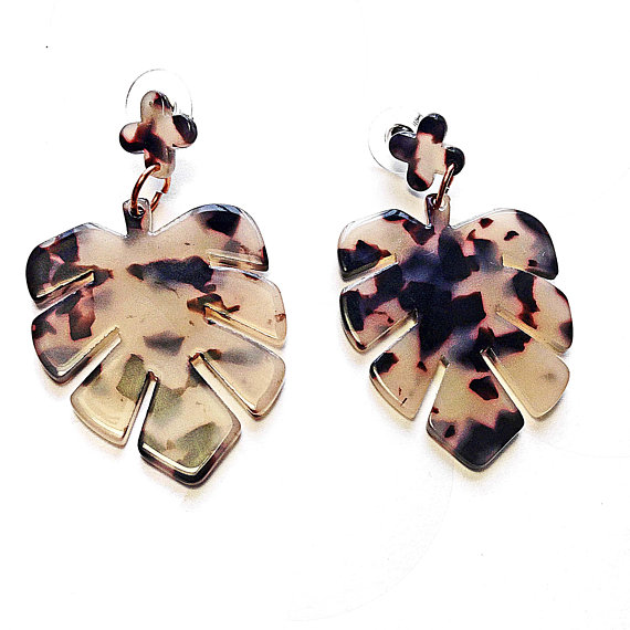 Faux Tortoise Shell Leaf https://t.co/cRTInqc08S via @EtsySocial #beaded necklace #metal beaded ncklace #Largeearrings #leafshape https://t.co/k0MA7RE91H