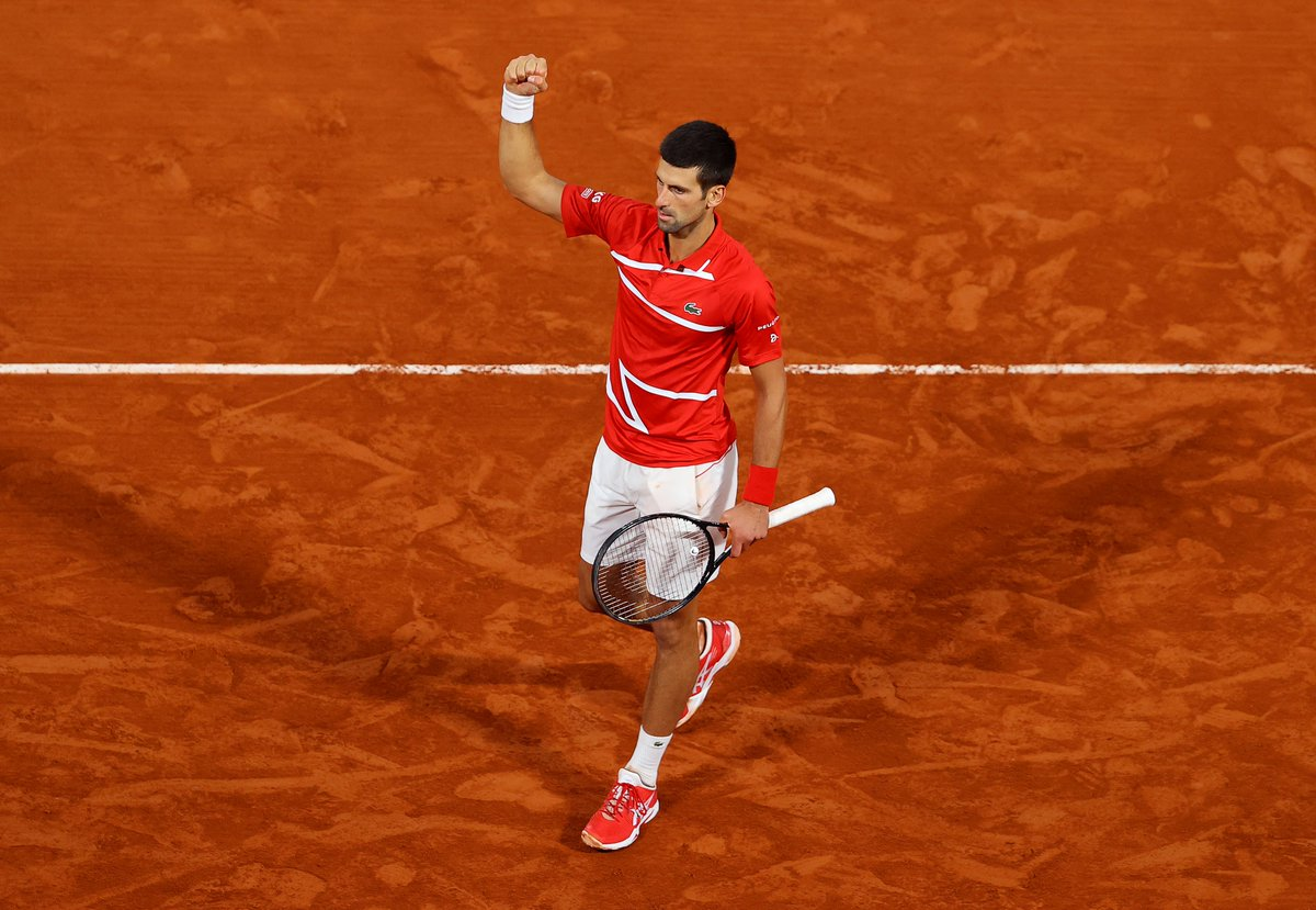 .@DjokerNole è il secondo finalista del #RolandGarros 2020!   Un match incredibile, durato quasi 4 ore e vinto al 5° set contro #Tsitsipas  63 62 57 46 61!  Sfiderà domenica il Campione in carica Rafa #Nadal.   #tennis #RG20 https://t.co/IoH6nGglkp