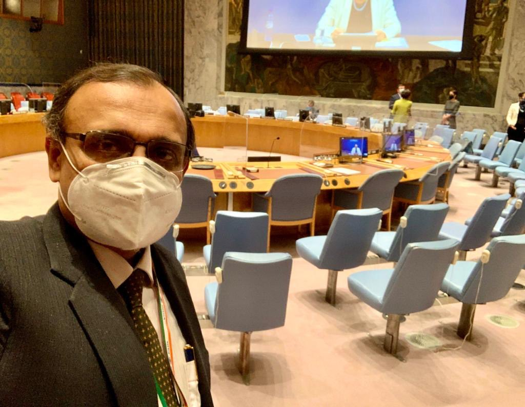 A great feeling to physically enter the UN Security Council for the first time and take my place to represent India - as Observer till end-December. Our term begins 1 January 2021 for two years. https://t.co/LuB9JEiIGP