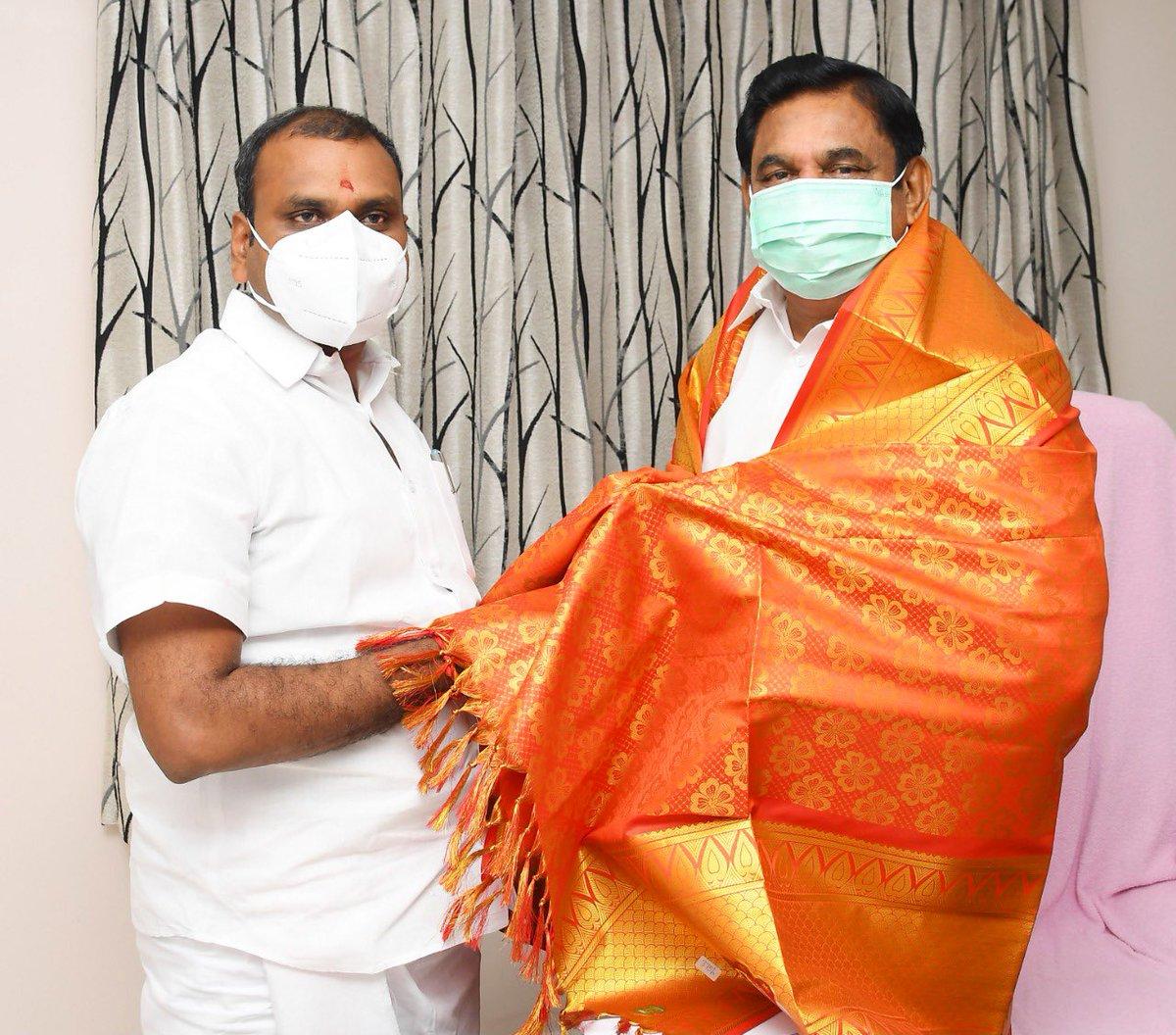 முகாம் அலுவலகத்தில் பாரதிய ஜனதா கட்சியின் மாநிலத் தலைவர் திரு.எல்.முருகன் அவர்கள் நேரில் சந்தித்து, 2021-ல் நடைபெறவுள்ள தமிழ்நாடு சட்டமன்றப் பொதுத் தேர்தலில் கழகத்தின் முதலமைச்சர் வேட்பாளராக அறிவிக்கப்பட்டதை தொடர்ந்து வாழ்த்து தெரிவித்தார்.
