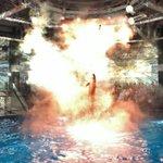 アクション映画でこんなシーン見たことある!ナイトイルミネーションのイルカショーを撮影したら・・・!