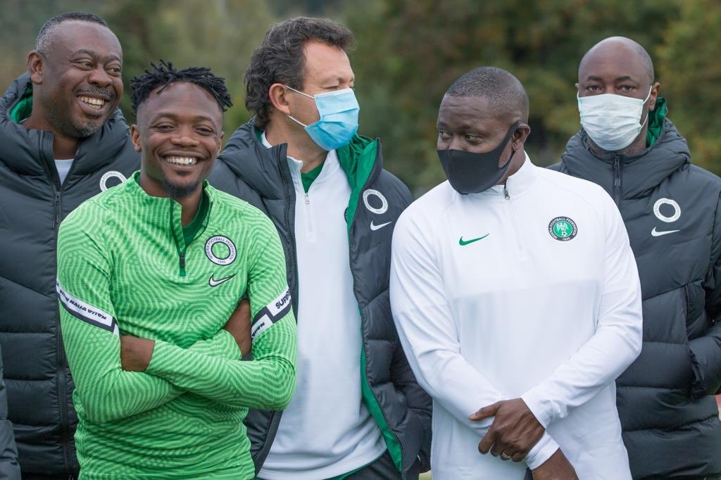 When you know you are nearing a 100 caps for your country. That smile. Sai Governor! Sai @Ahmedmusa718! 92 caps already, 93 loading. #SoarSuperEagles #Team9jaStrong #AhmedMusa
