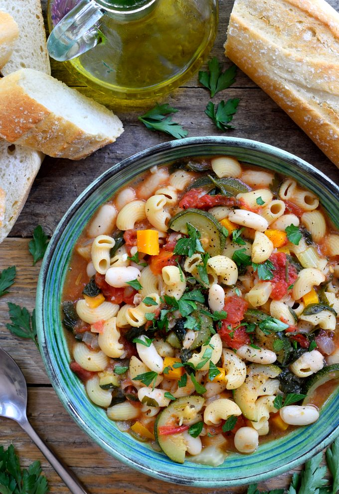 #MeatlessMonday ~ #Pasta Fagioli ~ With vitamin-filled veggies, protein-packed legumes & flavorful spices. Filling & so easy to make. The perfect dinner for those cooler nights! #Health #Wellness #Recipe #foodie https://t.co/Vh8APHWqIi https://t.co/OhCOk56ghG