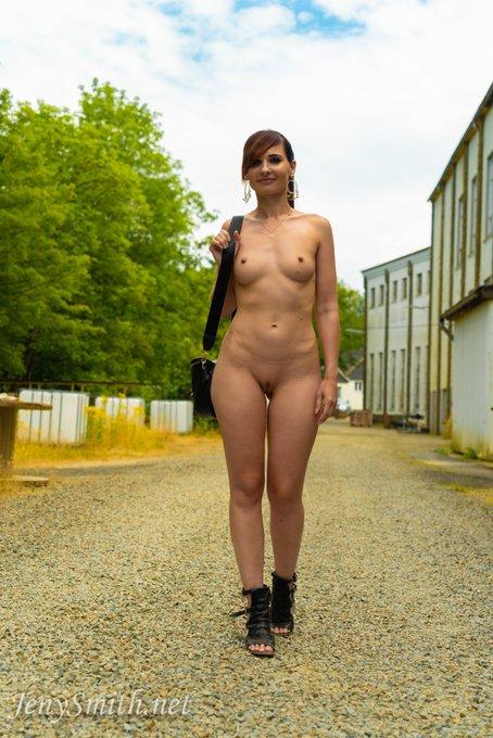 Just be naked #nakedbeauty #nakedchallenge #jenysmith #jenysmithphotos https://t.co/4NIg0Os7W3