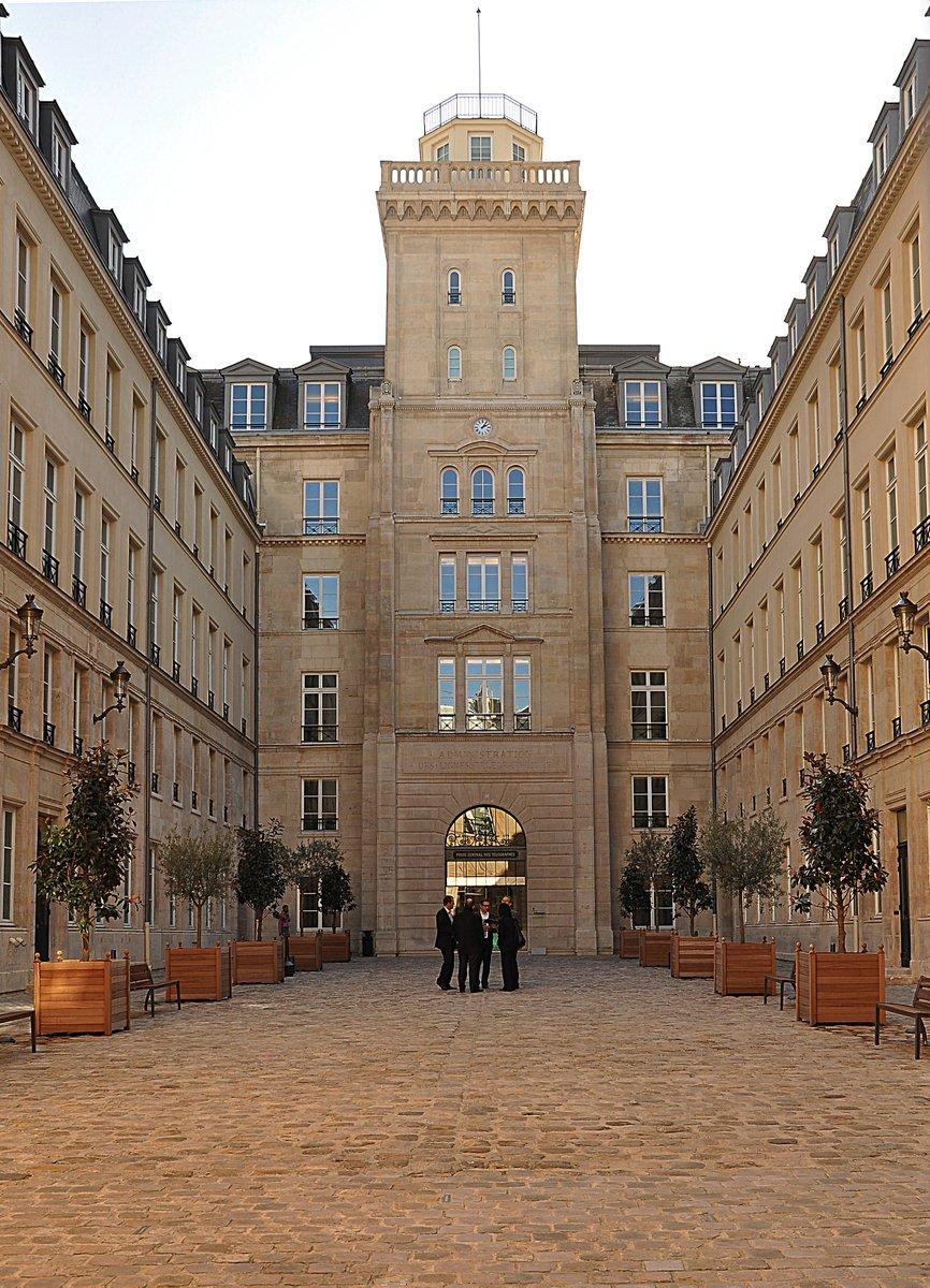 """Huawei va ouvrir un centre de R&D à Paris, en plein coeur du """"quartier des ministères"""", au 103 rue de Grenelle (Paris 7).  Ironie de l'histoire, cette adresse abrite la tour du télégraphe du Chappe, qui fut le centre des communications en France. https://t.co/jOxp7LDe3O"""