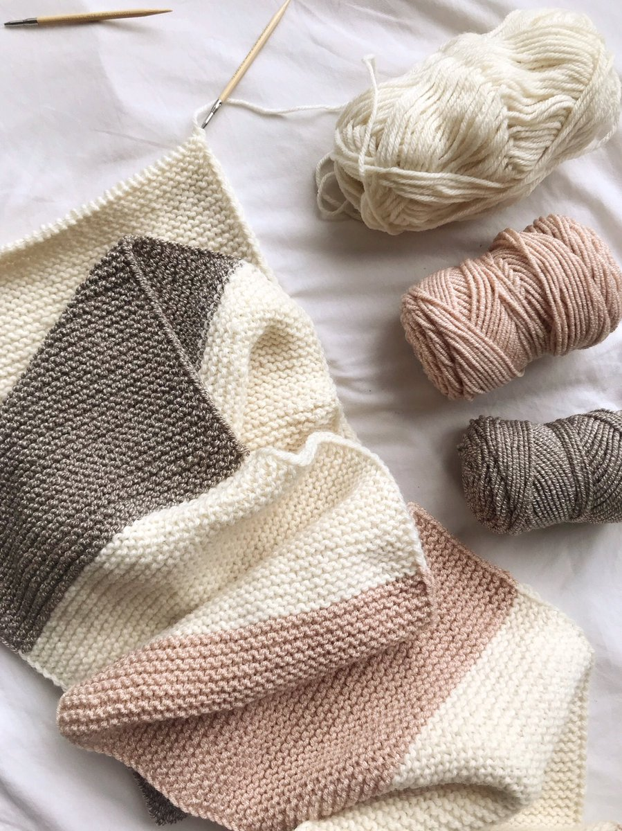 Coming to the blog this week: the knit version of the Cadence Color-Blocked Cowl!  This lovely combo uses @LionBrandYarn Cobblestone & Wool-Ease yarn!  The garter stitch provides such beautiful texture. Learn how to knit the garter stitch here: https://t.co/lBX16xKx5O https://t.co/z0GmiwkOZq
